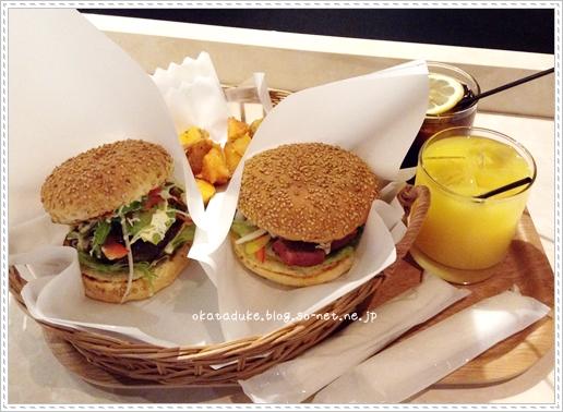 京都伊勢丹の拉麺小路にある神戸牛のハンバーガー